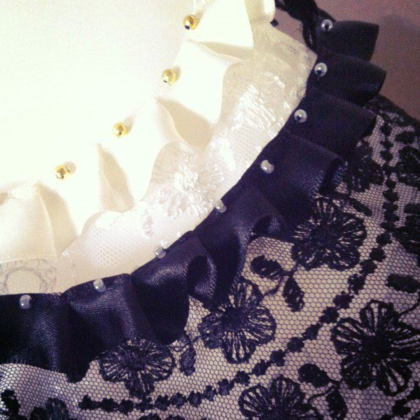 black_white_lace_capelets-600x600
