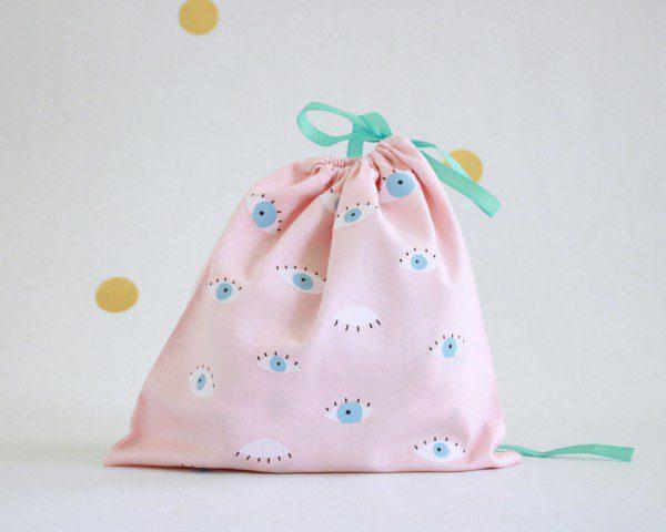 hirundo-pink-eye-print-lingerie-drawstring-bag-600x480