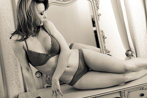 lingerie-boudoir-photoshoot-600x400