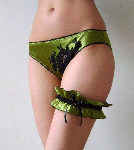 kim-cleaver-olive-silk-knicker-garter-set-537x600