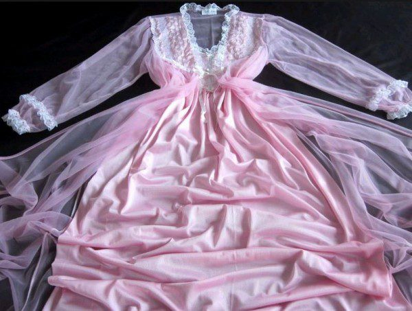 vintage-long-pink-nightie-and-peignoir-set-600x453