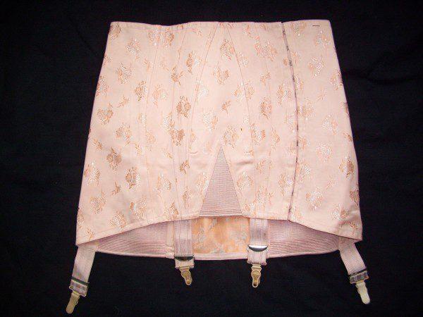 vintage-pink-girdle-pretty-600x450