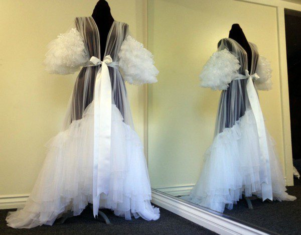 burlesque-dlish-robe-white-600x468